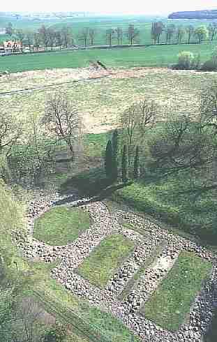 palatium z rotudną na Ostrowie Lednickim - widok z góry